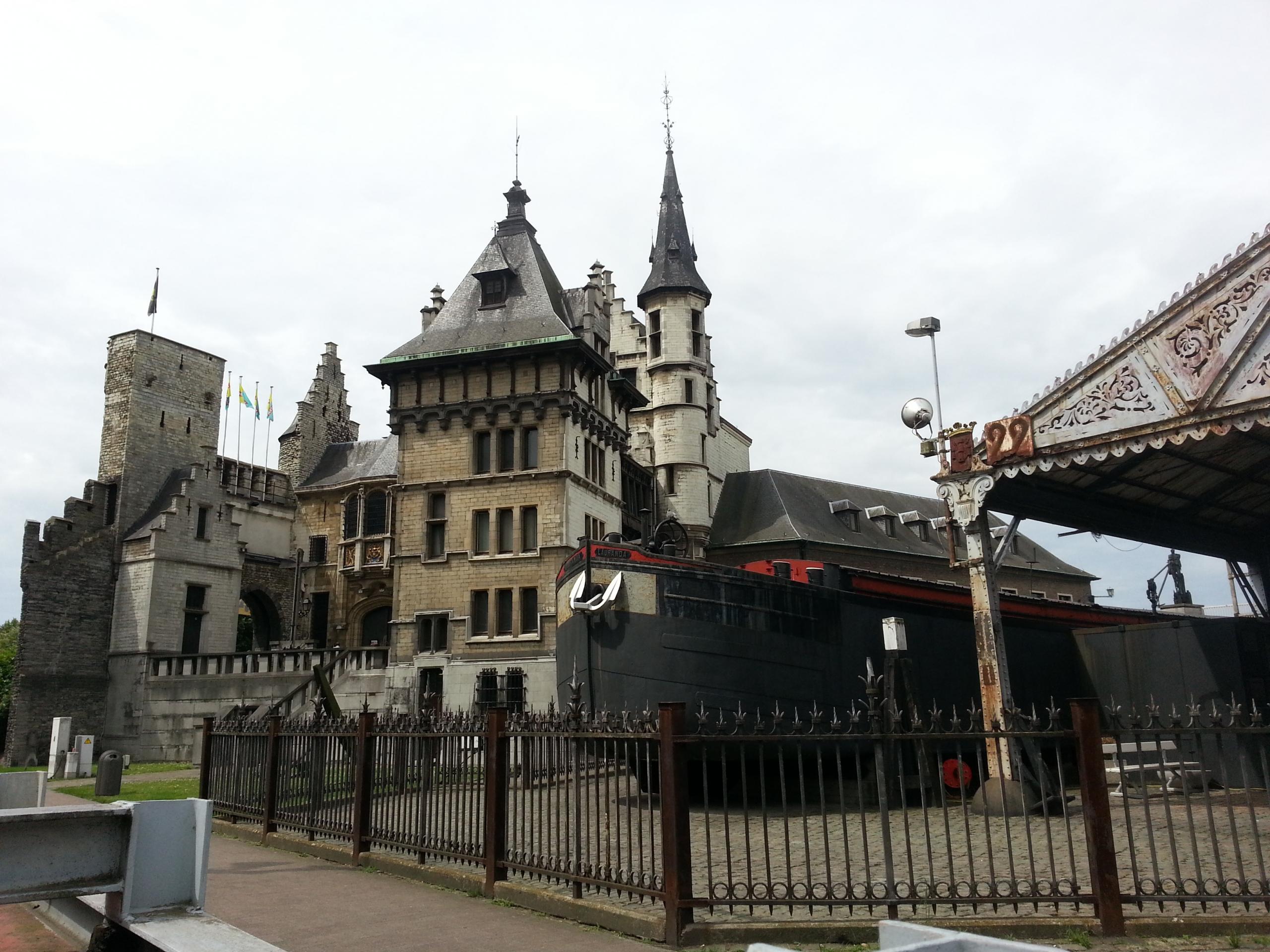 Antwerpen_Gebaeude-scaled