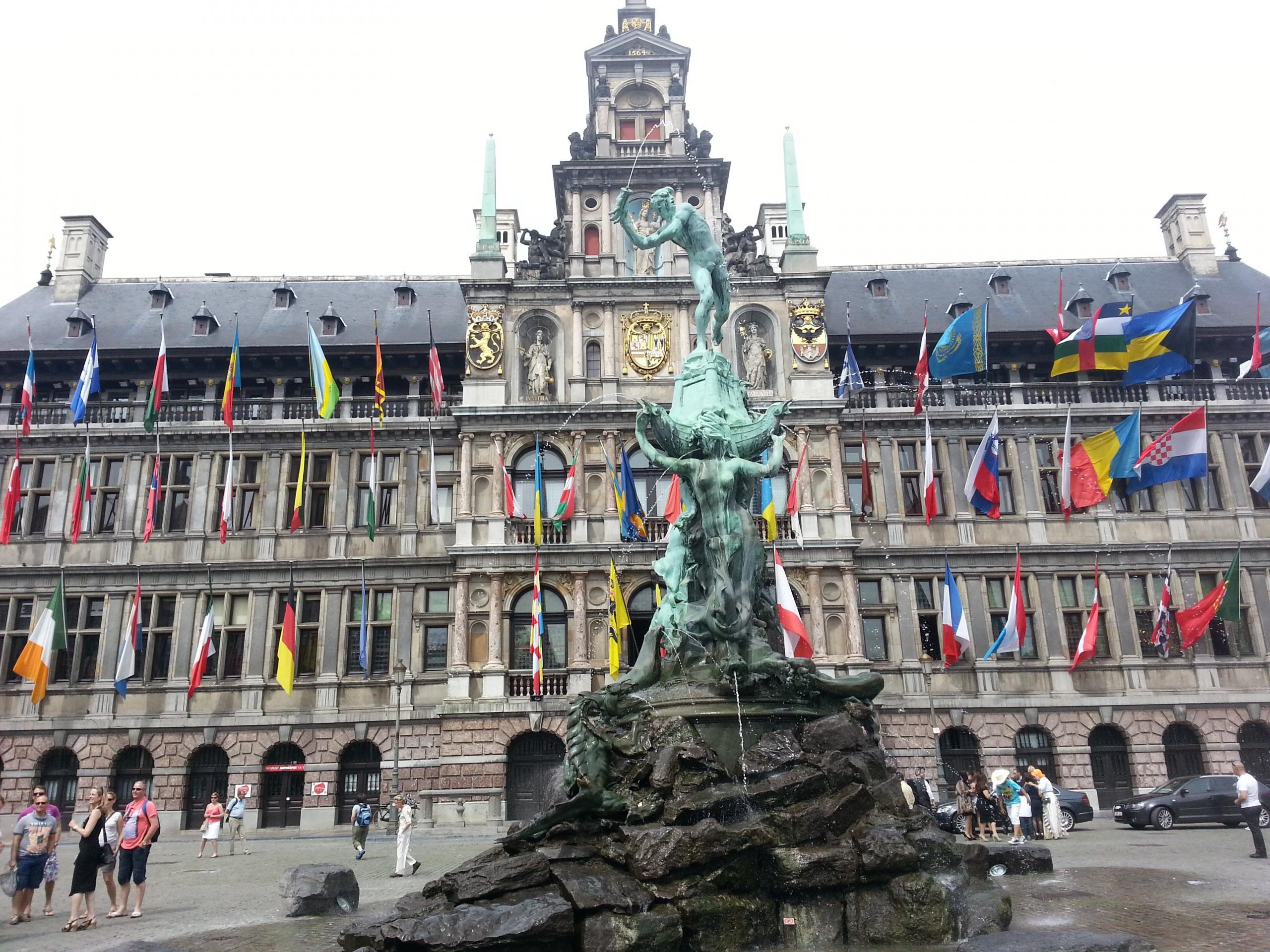 Antwerpen_Rathaus3-scaled