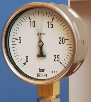 Pressure gauge without filling liquid - result: vibrating pointer