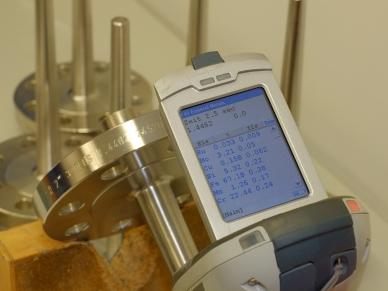 PMI-Test: Röntgenfluoreszenzanalyse des Schutzrohrschaftes