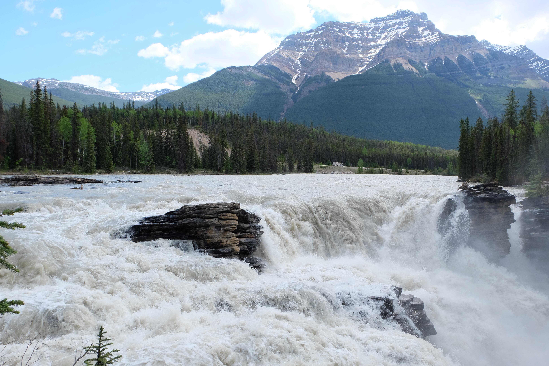 athabaska-falls