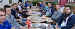 Gruppenfoto zu: Eisessen für sehr gute Leistungen