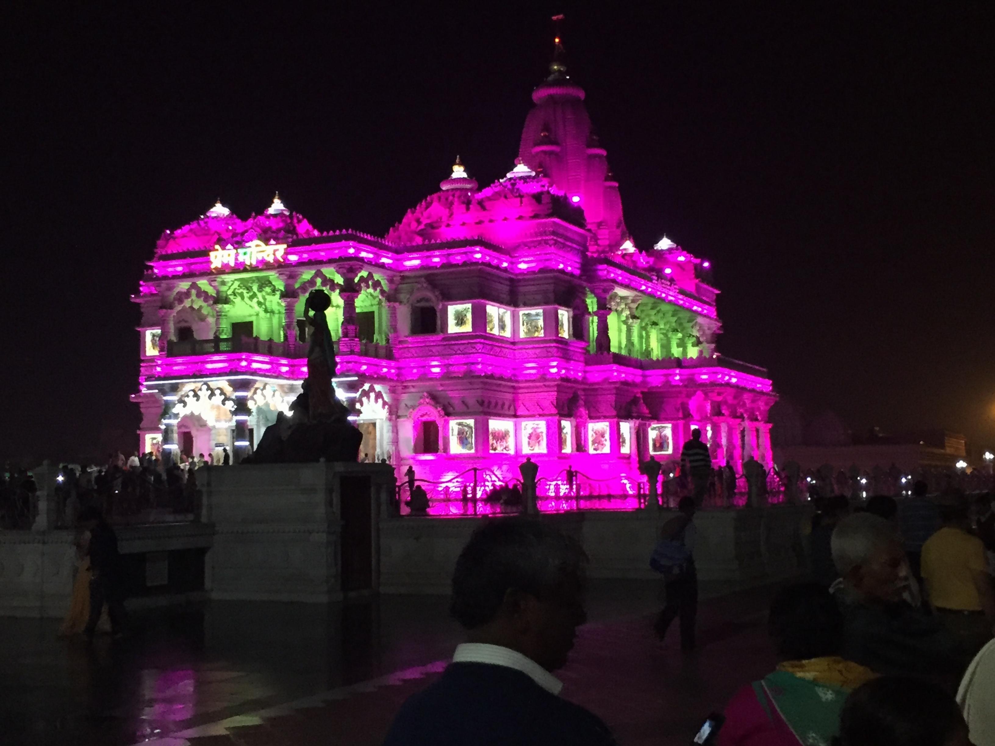 prem-mandir-tempel-in-vrindavan-2-e1458725822702