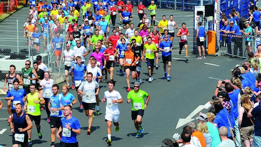 Läufer beim WIKA-Staffelmarathon 2016