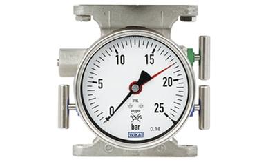 Die Betriebsdruckanzeige zur Tanksicherheit ist mit einem Ventilblock kombiniert.