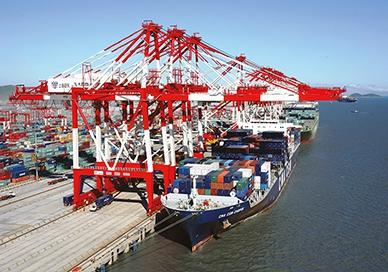 Einsatz von Kraftmessbolzen und der zugehörigen Sicherheitselektronik ELMS1 in Hafenkränen zur Container-Verladung